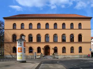 Oberlandesgericht_Celle,_Schloßplatz_2,_Front_Aufschrift_Ernst_August_König_1840
