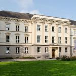 1280px-Justizministerium_in_Duesseldorf-Stadtmitte,_von_Nordosten